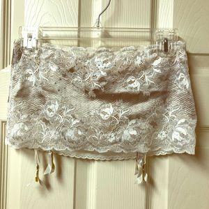 VS Bridal garter skirt, built-in panty NWOT